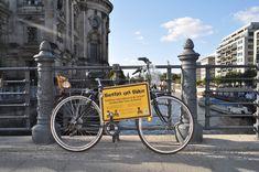 ¡¡ MÁNDAME UNA POSTAL !!: TRES DIAS EN BERLIN (III): TURISMO EN BICICLETA POR EL BARRIO DE MITTE