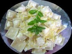 Riquísimos ravioles de carne con salsa aromática