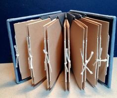 The Blizzard book structure is attributed to Hedi Kyle. I learned it in a class with Kathy Steinsberger. The spine is folded in such a way that pockets are created and it is often used for. Mini Albums, Envelope Book, Homemade Books, Accordion Book, Concertina Book, Bookbinding Tutorial, Book Projects, Memory Books, Book Binding