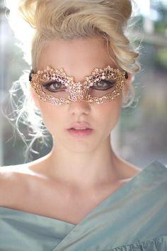 Fashion,Beauty,Landscape,Home Designe,Sexy Girls. Mascarilla Diy, Mascarade Mask, Masquerade Wedding, Masquerade Masks, Masquerade Ball Party, Beauté Blonde, Venetian Masks, Beautiful Mask, Gold Lace