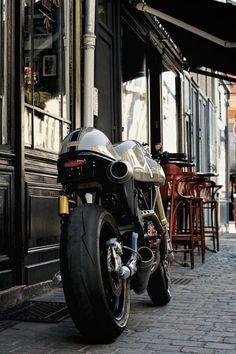 Ducati 1000 S Hermanus Volante, à vendre chez Legend Motors Lille. Ducati 1000, Ducati Sport 1000, Ducati Cafe Racer, Cafe Racer Bikes, Cafe Racer Motorcycle, Cafe Racers, Retro Motorcycle, Classic Motorcycle, Motorcycle Gear