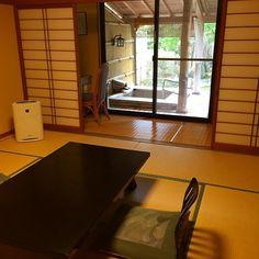 Или такой вариант номера: удобства во дворе :) #рёкан #сад #Япония #японскийсад #отель #гостиница #рёкан #интерьер #циновки #татами #туризм #путешествия