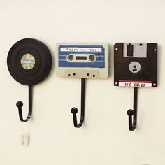 Wandhaken Shabby Chic Deko Tape Record Haken Kreative Kleiderbügel Deko A . Wall Mounted Key Holder, Wall Key Holder, Key Holders, Letter Holder Wall, Record Holder, Cute Dorm Rooms, Cool Rooms, Retro Home Decor, Diy Home Decor