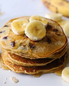 I love that these pancakes are easy enough for a weekday breakfast, but also fancy enough for a weekend brunch. Protein packed, chocolate chip Greek yogurt pancakes that mix up in no time, right in your blender! Perfectly fluffy and delicious. Greek Yogurt Pancakes, Greek Yogurt Recipes, Greek Yogurt Breakfast, Pancake Breakfast, Greek Yoghurt, Healthy Sweets, Healthy Breakfast Recipes, Healthy Recipes, Protein Packed Breakfast