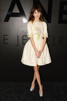 """Alexa Chung en Chanel croisière 2013 lors du 80ème anniversaire de la collection Chanel Joaillerie """"Bijoux de Diamants"""" à New York http://www.vogue.fr/mode/inspirations/diaporama/les-looks-du-mois-d-octobre-des-podiums-a-la-realite/10333/image/639288#alexa-chung-en-chanel-croisiere-2013-lors-du-80eme-anniversaire-de-la-collection-chanel-joaillerie-quot-bijoux-de-diamants-quot-a-new-york"""