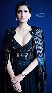 Beautiful and gorgeous bollywood actress: Hot boobs and cleavage of sonam kapoor Most Beautiful Bollywood Actress, Indian Bollywood Actress, Bollywood Actress Hot Photos, Indian Actress Hot Pics, Bollywood Girls, Bollywood Fashion, Beautiful Actresses, Indian Actresses, Bollywood Heroine