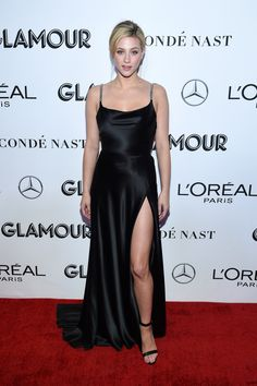 Lili Reinhart & Kat Graham Support Glamour's Women of the Year Honorees!: Photo Lili Reinhart and Kat Graham walk the carpet while attending the Glamour Women of the Year Awards on Monday night (November in New York City. The actresses… Lili Reinhart, Kendall Jenner Outfits, Celebrity Dresses, Celebrity Style, Victoria Beckham, Kim Kardashian, Evening Dresses, Prom Dresses, Sheath Dresses