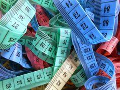 Miarki krawieckie to tania i niezniszczalna pomoc dydaktyczna do matematyki. Może mieć wiele zastosowań- od traktowania jej jako osi liczb...