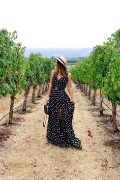 Visiting Sonoma County Visiting Sonoma County polka dot maxi dress<br> Sharing my week spent in Sonoma County, visiting some of the vineyards and wineries participating in Sonoma County Wine Month! Carrie Bradshaw, Spring Summer Fashion, Spring Outfits, Fall Fashion, Wine Tasting Outfit, Outfit Primavera, Polka Dot Maxi Dresses, Chenin Blanc, California Outfits