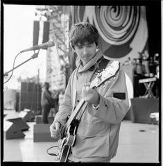 Violin, Oasis, Falling In Love, Music Instruments, Rock, Musical Instruments, Skirt, Locks, The Rock