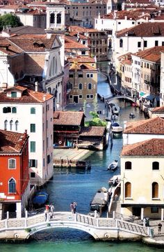Venezia, the city of Carnevale. I've wanted to go here ever since I read the Thief Lord by Cornelia Funke.