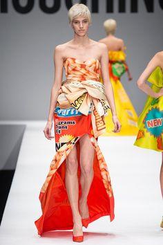 Moschino Fall 2014 Ready-to-Wear Collection Photos - Vogue Fashion Details, Love Fashion, Fashion Show, Fashion Design, News Fashion, Runway Fashion, Milan Fashion, Review Fashion, Fashion 2015