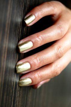 LOVE this Vinylux Fall trend- Metallic gold CND - Vinylux - Locket Love
