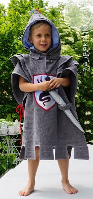 Dieser Badeponcho ist eine super Näh - Inspiration. Der kleine Ritter sieht toll aus. | This fearsome Knight Looks amazing. It's a great sewing Inspiration for a bathing poncho