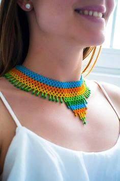 African Beads Necklace, Seed Bead Necklace, Crochet Necklace, Beaded Necklace, Colorful Rangoli Designs, Fashion Beads, Beaded Collar, Beading Patterns, Loom Beading