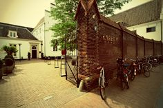 Karel V: Explore the canals of Utrecht while staying at this luxurious hotel.