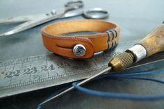 877 Armband Stitched