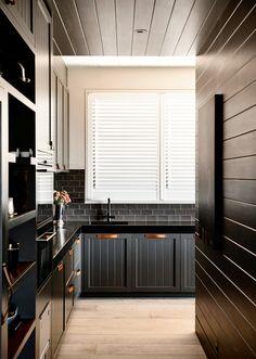 Dark Kitchen Flinders House by Canny Architecture Attic Renovation, Attic Remodel, Farmhouse Renovation, Farmhouse Flooring, Interior Exterior, Kitchen Interior, Black Kitchens, Home Kitchens, Cocinas Kitchen
