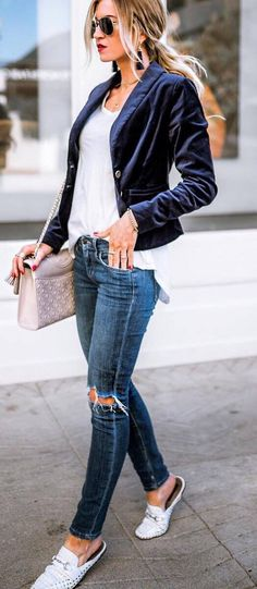 how to wear a velvet blazer top   bag   ripped jeans   loafers