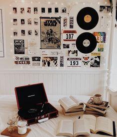 room ideas aesthetic vintage ~ room ideas - room ideas aesthetic - room ideas bedroom - room ideas for small rooms - room ideas aesthetic grunge - room ideas for men - room ideas bedroom teenagers - room ideas aesthetic vintage Retro Room, Vintage Room, Bedroom Vintage, 1920s Bedroom, Vintage Teenage Bedroom, Teenage Room Decor, Vintage Drums, Teen Decor, Vintage Art