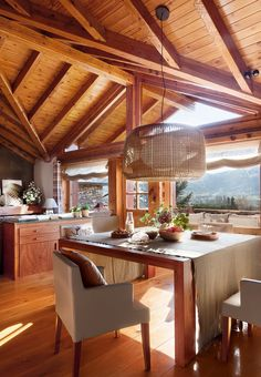 This cozy mountain lodge in Spain is a perfect place for family vacation. There are wooden furniture and natural textiles around the house. Adelboden, Log Cabin Living, Sweet Home, Pole Barn Homes, Wooden House, Design Case, House In The Woods, Home Fashion, Log Homes