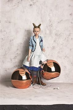 Today you inspired me: copper shade. Love the girl's outfit as well!!