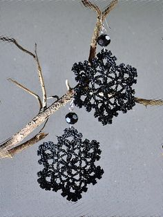 Crochet earrings  http://outstandingcrochet.blogspot.com/2012/01/snowflakes-earrings-new-life.html