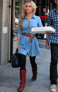 Hayden Panettiere in Topshop Stud Denim Dress Nashville's Hayden Panettiere grabbed some pizza in New York City on Tuesday. The former Heroes starlet looked country-casual in a Topshop Stud Denim Dress and tall brown boots. Denim Fashion, Look Fashion, Womens Fashion, Fashion Trends, Dress Fashion, Fall Fashion, Fashion 2018, Fashion Weeks, Fashion Clothes