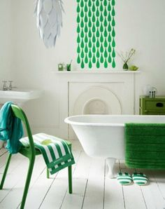 Bathroom. Pantone 2013 Color of the Year: 14 Emerald Green Rooms #homedecor