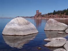 Entre piedras... A orillas del lago... El Castillo del Titicaca... Entre pierres... Au bord du lac... Le Château du Titicaca