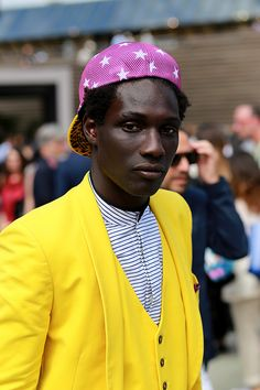 Beyond Fabric bring us a selection of the bestlooks photographed in the streets of Florence duringPitti Uomo,in exclusive forFucking Young!