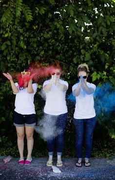 Homemade (nontoxic) Colored Powder: A Beautiful Mess...this could be really fun, all the photo ideas...hmmm.