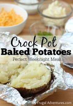 Crock Pot Baked Potatoes- so simple and you will get a perfectly cooked steakhouse style baked potato. Perfect quick weeknight dinner or pack this to go for sports events! Quick and Easy Crock Pot Baked Potatoes Crock Pot Food, Crockpot Dishes, Crock Pot Slow Cooker, Slow Cooker Recipes, Crockpot Recipes, Cooking Recipes, Cheap Crock Pot Meals, Crock Pots, Freezer Recipes