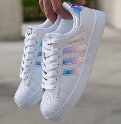 "Tendance Sneakers : ""Adidas"" Fashion Reflective Shell-toe Flats Sneakers Sport S… Tendance Sneakers: ""Adidas"" Mode reflektierende Shell-Toe Flats Sneakers Sportschuhe Cute Shoes, Women's Shoes, Me Too Shoes, Shoe Boots, Shoes Sneakers, Flat Shoes, Holo Shoes, Heeled Boots, Shoes Men"