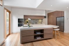 Need custom Kitchen design or kitchen renovation Melbourne? Get in touch with RoomFour for your own personal style and requirements in delivered on time and budget. Kitchen Dinning, Wooden Kitchen, New Kitchen, Modern Kitchen Design, Interior Design Kitchen, Luxury Kitchens, Home Kitchens, Mercer Kitchen, Brooklyn Kitchen