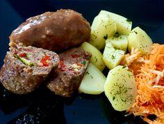 Mięsne zawijańce z kolorowym farszem w sosie własnym, skradły nasze podniebienia. Dziś serwuje pyszne roladki z mięsa mielonego, wypełnione smakowitym farszem z wędzonego boczku