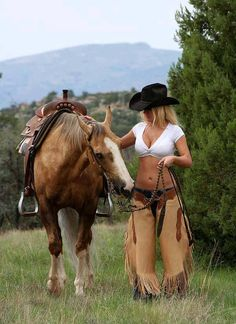 North American Cowgirls, are truly a horse's best friend. Cowgirl Sexy, Style Cowgirl, Cowboy And Cowgirl, Cow Girl, Horse Girl, Hot Country Girls, Country Women, Vaquera Sexy, Chapeau Cowboy