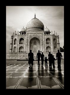 Taj Mahal, India. Saudi Arabia-born photographer Thamer Al-Tassan. S)