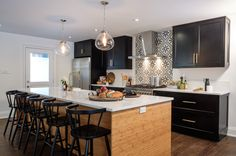 See How the Property Brothers Integrate Black and White Into Their Designs Jonathan Scott, Drew Scott, Property Brothers Kitchen, Property Brothers Designs, Black Cabinet Handles, Condo Kitchen, Kitchen Reno, Kitchen Remodeling, Remodeling Ideas