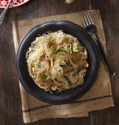 Gebakken glasnoedels Asian Recipes, Healthy Recipes, Ethnic Recipes, Healthy Food, Japchae, Mashed Potatoes, Good Food, Dinner Recipes, Pasta