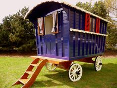 Our Reading Gypsy Caravans are based on the classic Victorian design pioneered by master wagon-builder, Samuel Dunton. Gypsy Caravan, Gypsy Wagon, Gypsy Girls, Tiny Farm, Gypsy Horse, Horse Tack, Caravans For Sale, Micro House, Tiny House Bathroom