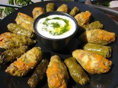 Μια Κρητικιά πεθερά νοικοκυρά μας δίνει την top συνταγή για ντολμάδες με αμπελόφυλλα και κολοκυθοανθούς ! Κρατήστε την   eirinika.gr
