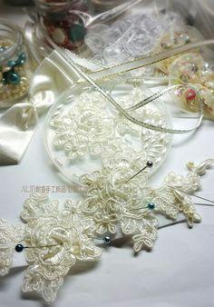 粒粒珍珠皆手工縫製,努力趕工中~  客訂製款:純手工的堅持~ 象牙色白紗(典雅珠飾布蕾絲)  https://www.facebook.com/      ALIN0928842012