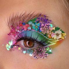 """19.1 ezer kedvelés, 474 hozzászólás – BEAUTY BAY (@beautybaycom) Instagram-hozzászólása: """"I'll bring you flowers 💃🌸🌼 Bag @bperfectcosmetics Carnival XL Pro Palette 🌈🛒 (📸 @funbeautygigi)…"""" Eye Makeup Art, Makeup Inspo, Eyeshadow Makeup, Beauty Makeup, Makeup Ideas, Beautiful Eye Makeup, Beautiful Eyes, Eye Make Up, Make Me Up"""