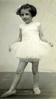 Margot Fonteyn as a young dancer Vintage Ballerina, Ballerina Dancing, Little Ballerina, Margot Fonteyn, Male Ballet Dancers, Ballet Girls, Ballet Feet, Rudolf Nureyev, Royal Ballet
