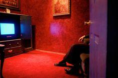 Susan Meiselas USA. New York City. 1995. Pandora's Box, Client lounge.