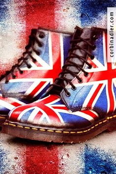 Union jack docs oh my fudgecakes i am in love 💞💞 Grunge Style, Soft Grunge, Dm Boots, Combat Boots, Shoe Boots, Dr. Martens, Galaxy Converse, Union Jack, Grunge Outfits