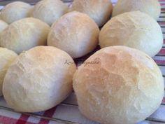 Vágott zsemle | mókuslekvár.hu Bread Rolls, Bread Recipes, Hamburger, Food And Drink, Rolls, Buns, Bakery Recipes, Hamburgers