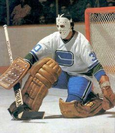 Vancouver Canucks Cesare Maniago Signed Autographed Photo COA B Ice Hockey Teams, Hockey Goalie, Hockey Players, Rangers Hockey, Nhl, La Kings Hockey, Canada Hockey, Hockey Pictures, Boston Bruins Hockey