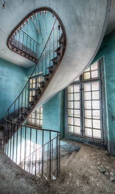 Stairways often lead to doors. Decaying Chateau du Cavalier, built in the early century in the Bordeaux region of sothwestern France. Old Buildings, Abandoned Buildings, Abandoned Places, Abandoned Castles, Detail Architecture, Amazing Architecture, Beautiful Buildings, Beautiful Places, Beautiful Curves